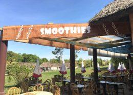 Enseigne texture bois pour un côté nature et un aspect authentique - Restaurant La Savane Express - Label Communication