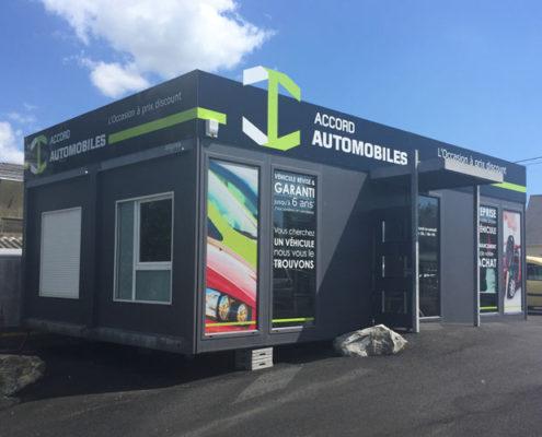 Réalisation du visuel et pose d'enseigne en dibond alu et des adhésifs microperforés sur algeco du concessionnaire accord automobiles à Saint-Nazaire