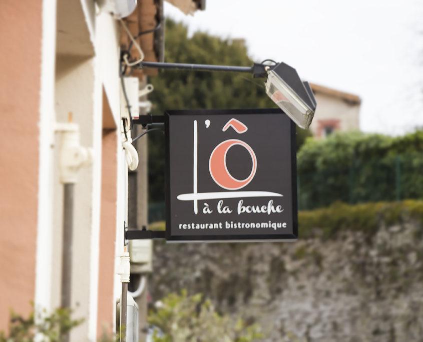 Caisson lumineux, extérieur, L'Ô à la Bouche restaurant bistronomique à Vertou (44)